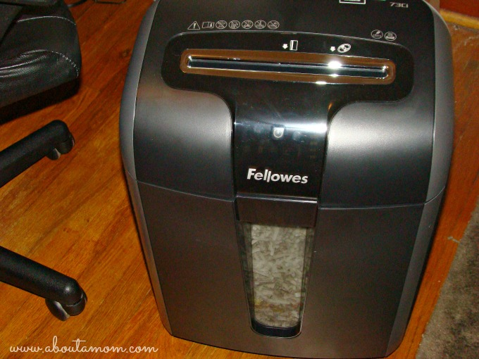 Simple Steps to Protect Your Identity with Fellowes 73Ci Shredder #IDSafetySeason