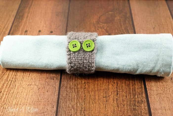 Simple Knitted Napkin Ring for a Fall Place Setting