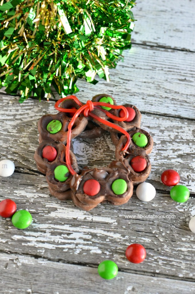 Christmas Pretzel Wreath
