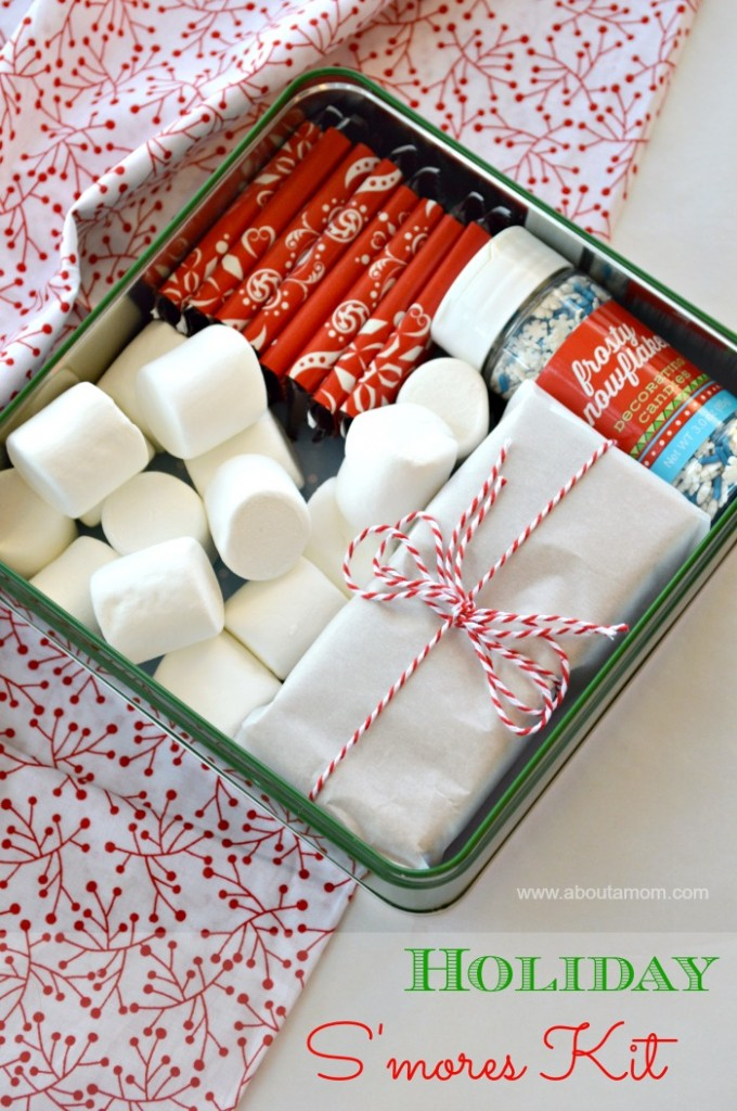 Homemade Gift Idea:: Holiday S'mores Kit