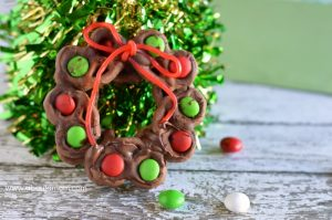 How to Make a Christmas Pretzel Wreath