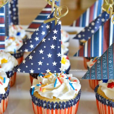 Sail into summer with these fun to make Patriotic Sailboat Cupcakes. These are a great patriotic dessert for your summer parties. Anchors Aweigh!