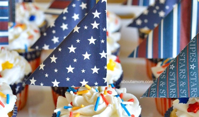 Sail into summer with these fun Patriotic Sailboat Cupcakes!