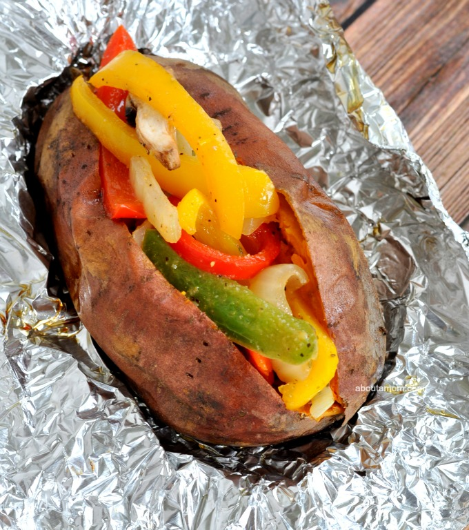 Loaded Fajita Sweet Potatoes Recipe, This loaded fajita sweet potatoes recipe has all your favorite fajita fixings. Don't you get tired of always eating sweet potatoes the same old way? I'm a huge fan of sweet potatoes but can only stand to eat so many of them loaded with butter and brown sugar.