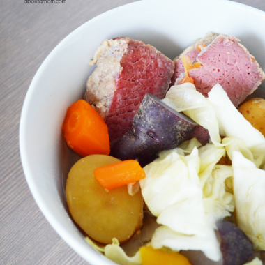 You can celebrate the luck of the Irish every day with this easy slow cooker corned beef recipe. A perfectly seasoned corned beef with cabbage, carrots and potatoes.