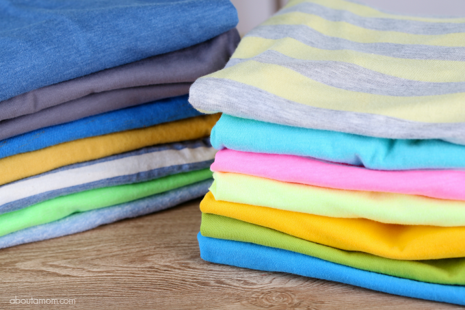 Spring cleaning closet tips to help you make room for new clothing. Use these tips to spring clean your closet and organize your wardrobe.