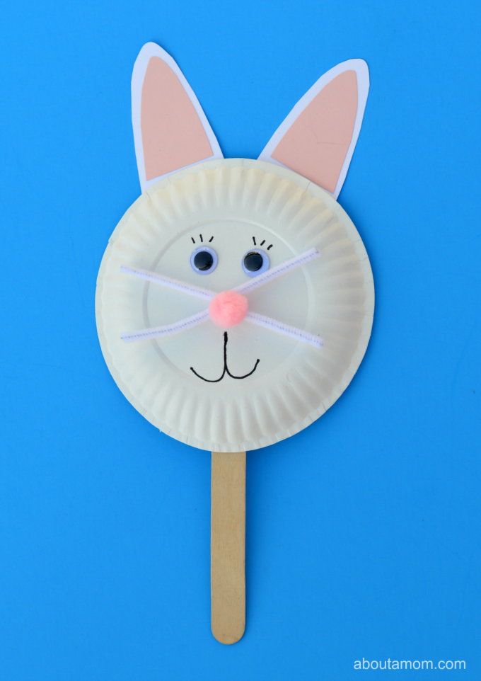 Have fun this Easter with this Easter bunny puppet. Puppets are great for pretend play.