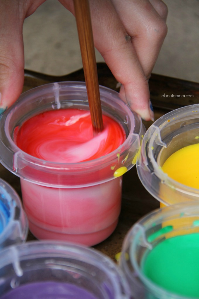 Make homemade finger paint and how to clean up afterwards, mix the paint