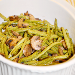 Roasted Green Beans and Mushrooms with balsamic is a fresh and delicious side dish, and the perfect accompaniment to your Thanksgiving turkey.