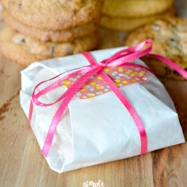 These parchment paper cookie bundles are incredibly sweet and simple to put together. It's a sweet cookie gift, and a great way to let someone know you are thinking of them.