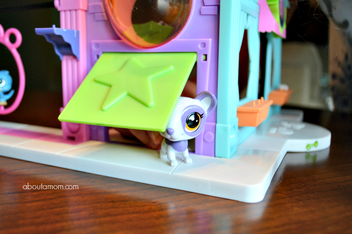 Kids will have fun creative play with these exciting new holiday toys from Littlest Pet Shop. The Littlest Pet Shop Pet Shop Playset and Littlest Pet Shop Pawristas Cafè Playset are sure to be some of this holiday season's hottest toys.