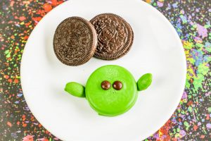 May the 4th be with you! Did you know that today, May 4, is Star Wars Day? I have some adorable Baby Yoda Cookies that are perfect for the celebration. Requiring few ingredients, these dipped OREO no-bake Baby Yoda cookies are super easy to make and taste amazing.