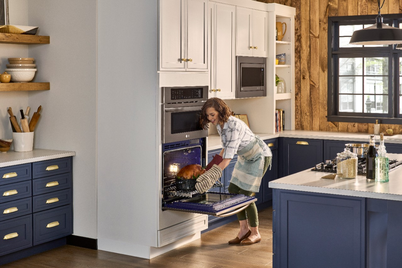 Does it seem like you're always in a rush to get dinner on the table? Having the right appliances can make a difference. The LG Combination Double Wall Oven, available at Best Buy, can cut your cooking time in half and is a great option for busy families.