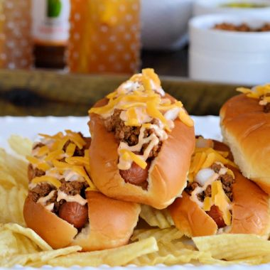 Summers are for grilling! I have some grilling and entertaining inspiration for you today, includingthe best homemade hot dog chili recipe and a simple Peach Bellini Iced Tea recipe. If you're love a good chili dog, you'll love this hot dog chili recipe.