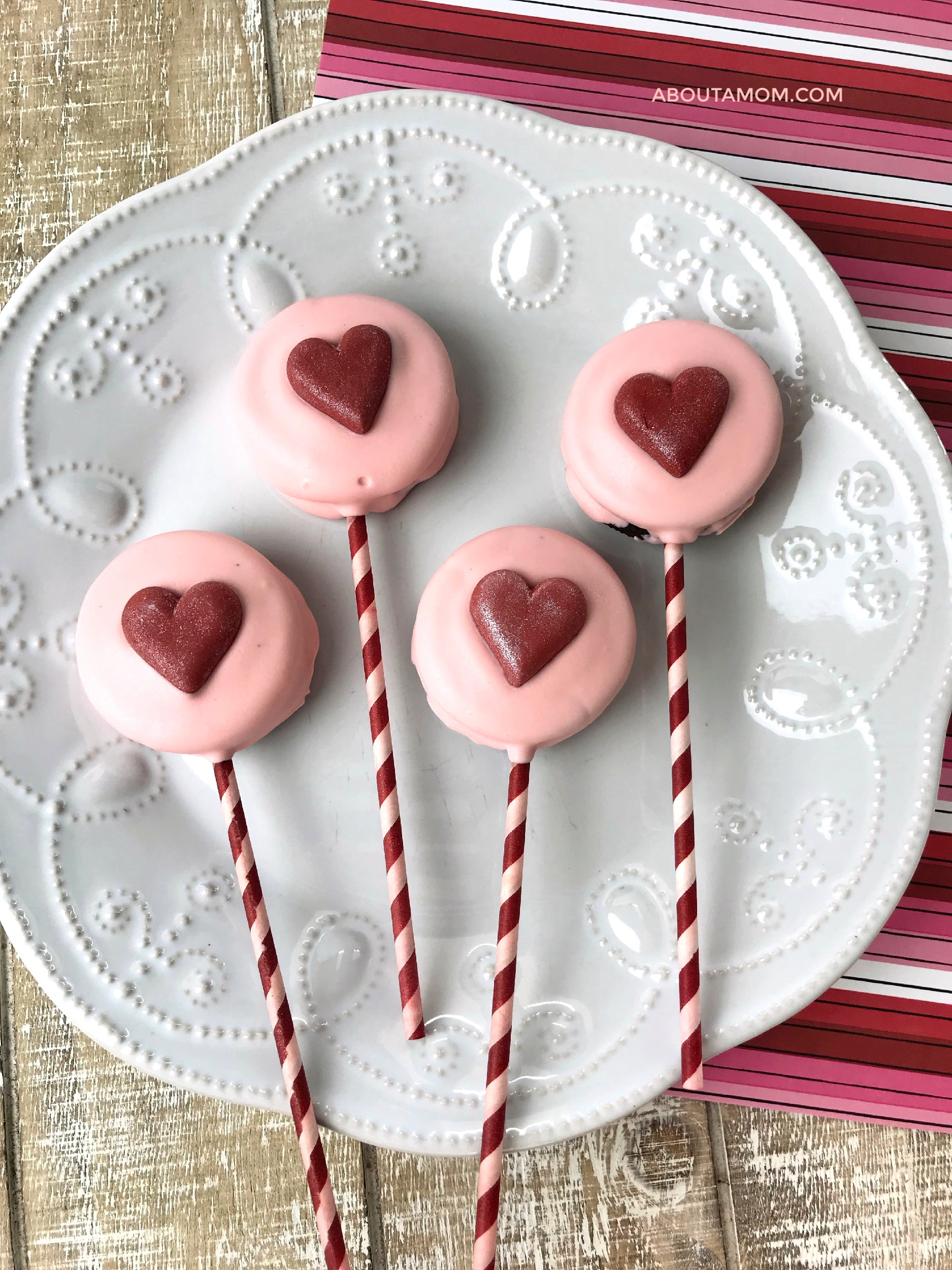 Need a simple Valentine's Day dessert or treat? OREO Pops are one of my favorite no-bake treats. Make this super easy Valentine's Day OREO Pops Treat for your sweetheart, children's classmates or anyone you want to feel especial on Valentine's Day.