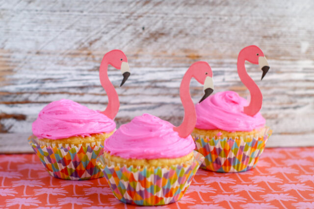 These simple to make Flamingo cupcakes are a great idea for any summer party. A simple summer cupcake that is so easy thanks to the flamingo printout. These fun summer cupcakes are sure to make a splash.