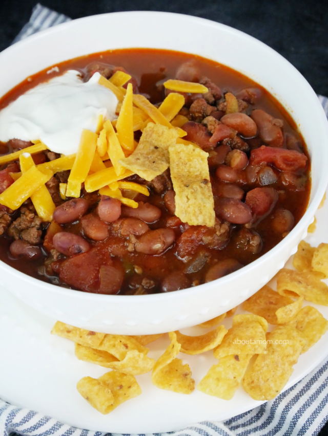 Cowboys love their chili, but you don't have to be a cowboy to appreciate this hearty slow cooker cowboy chili recipe. Made using Hurst BBQ Style Cowboy Beans with seasoning packet, ground beef, diced green chiles and a few other ingredients - this slow cooker chili recipe couldn't be any simpler.