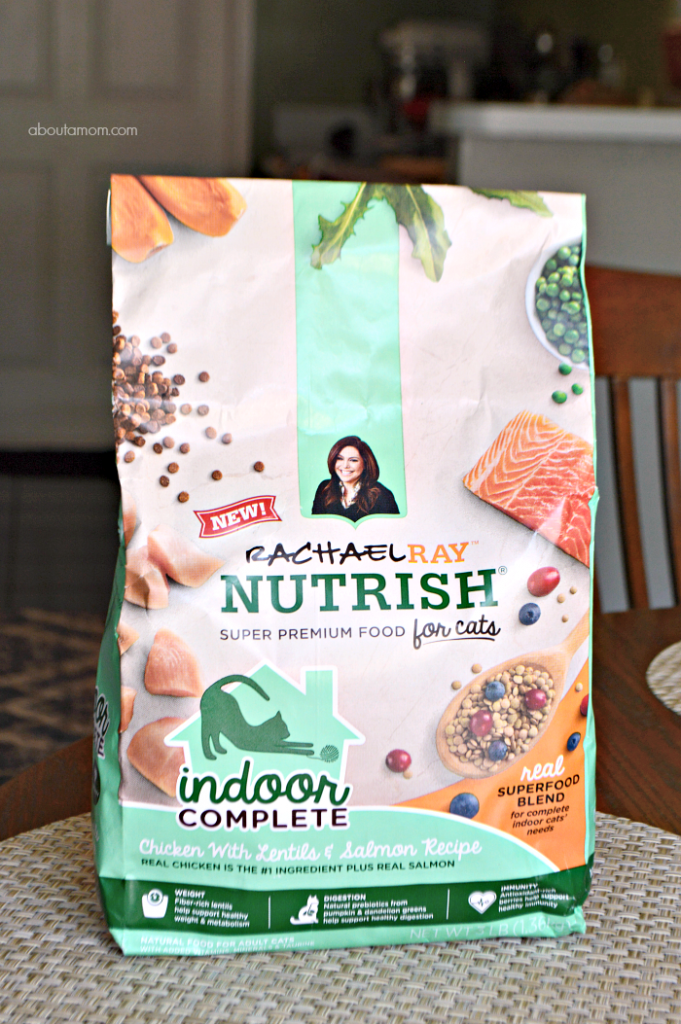 Rachael Ray Nutrish Indoor Complete Chicken with Lentils & Salmon Recipe cat food is specially formulated to meet the needs of indoor cats.