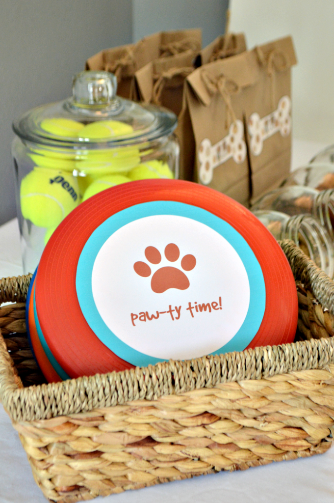 Dog party ideas and printables that will guarantee a barking good time for your 4-legged friends. Delicious dog treats, frisbee printable, doggy bag printable and more.