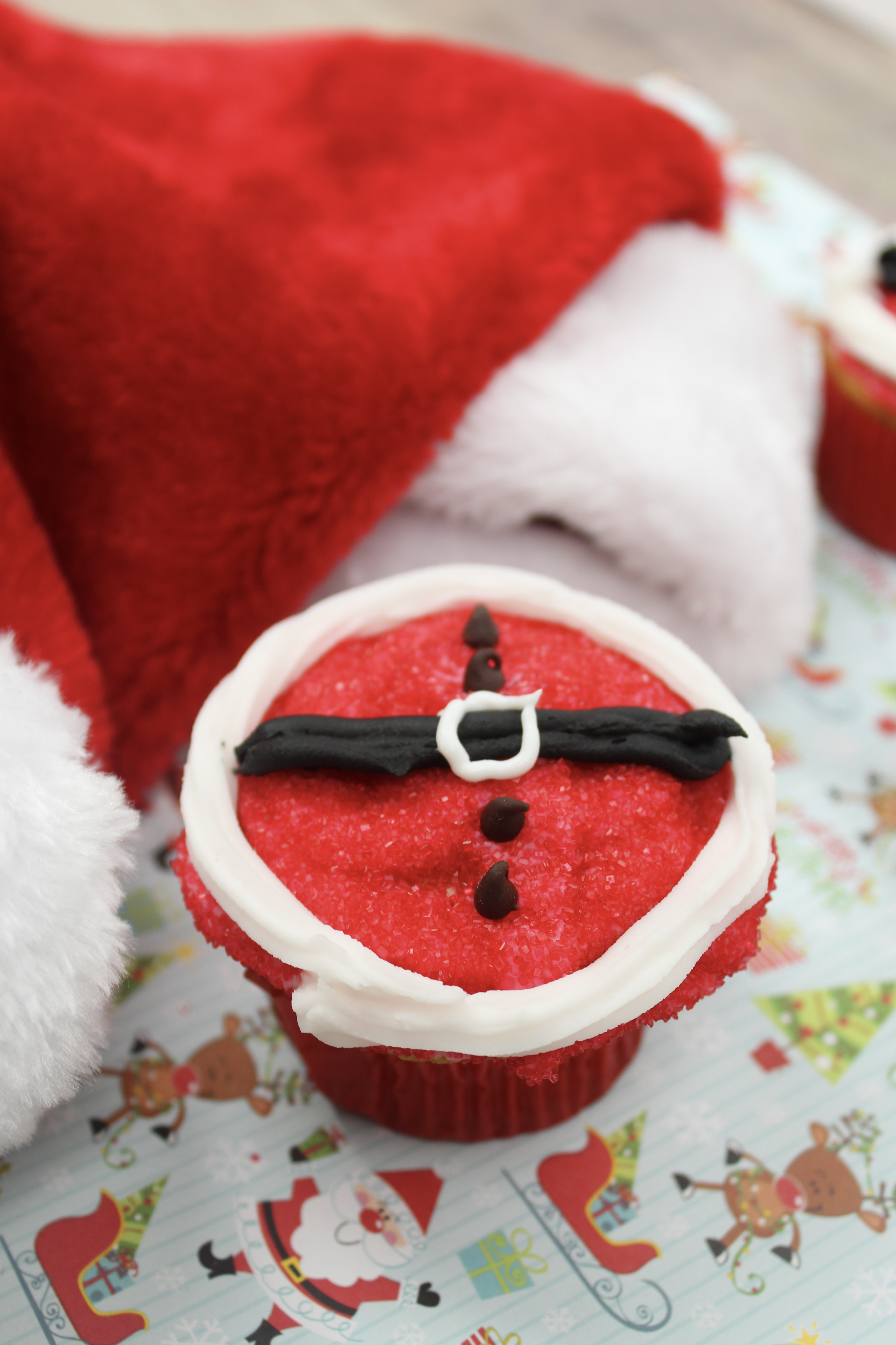 Need a fun Christmas treat to take to your next holiday get together? These Santa Belt Cupcakes are easy to make and everyone will be talking about them.