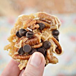 Looking for a keto cookie recipe? Make these Keto no bake Haystack cookies. Perfectly sweet and crunchy, these keto cookies are perfect for satisfying your sweet tooth for a dessert or snack.