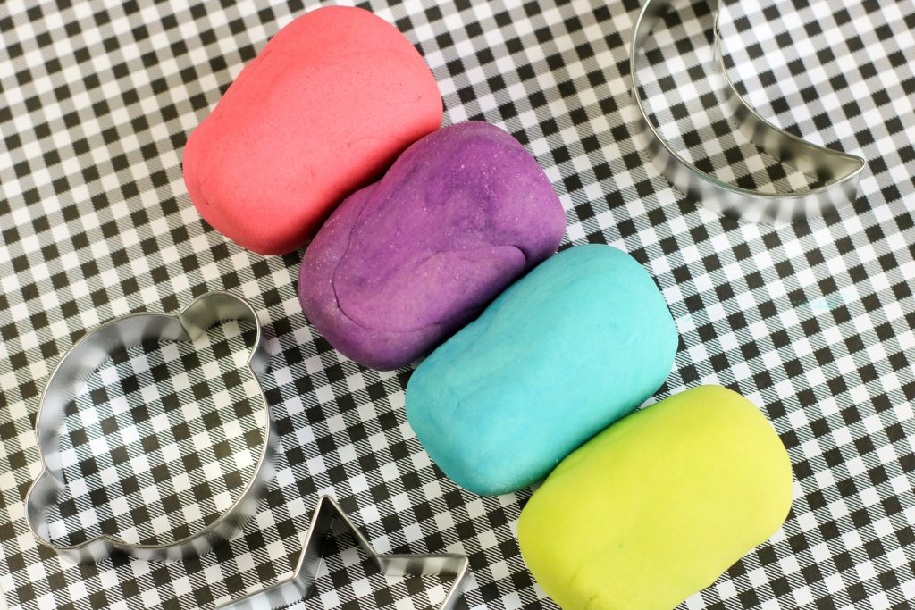 Making your own playdough is always a fun activity to do with the kids, but making glow in the dark playdough takes homemade playdough up a notch. Kids will have an absolute blast making this No Cook Glow in the dark Playdough recipe. Playdough that glows is really cool!