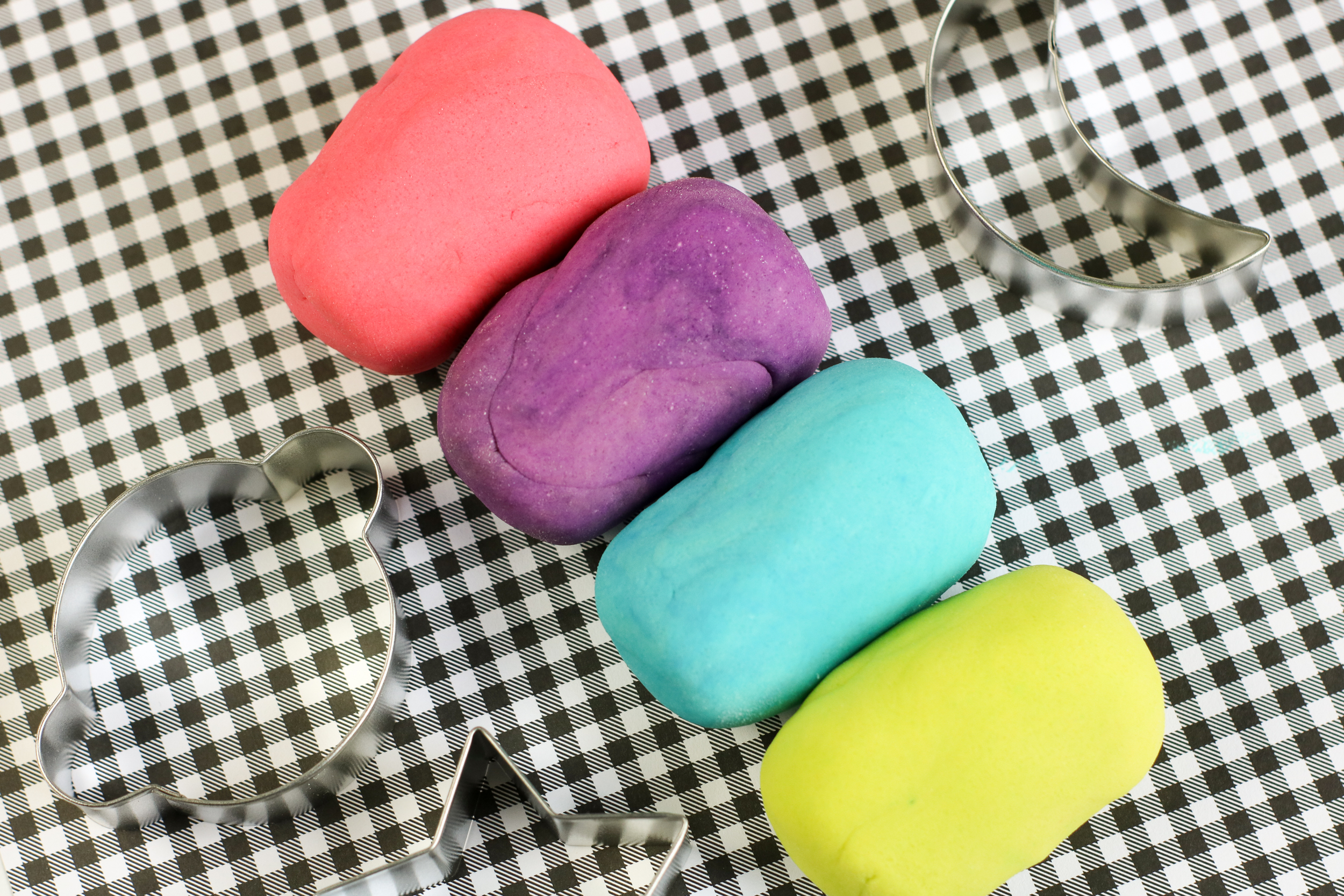 No Cook Glow in the Dark Play-dough